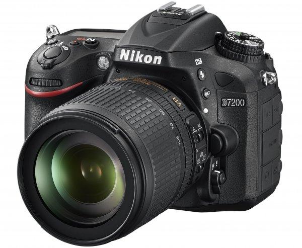 Nikon D7200 + 18-105mm Kit