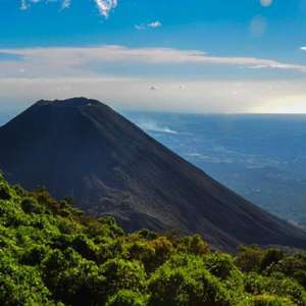 [November-März] Hin- und Rückflug Amsterdam - San Salvador, El Salvador für 396€