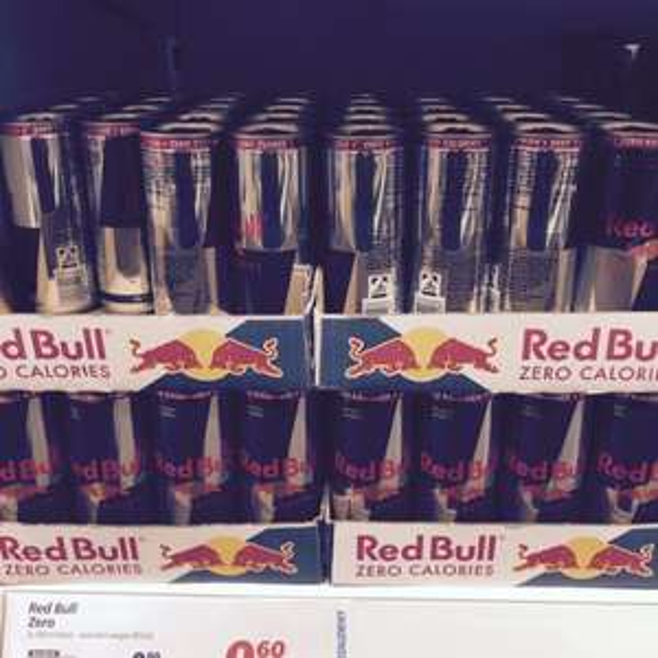 [lokal 44579] Red Bull Zero (250 ml) MHD 12-2015 Restmenge 0,60 €
