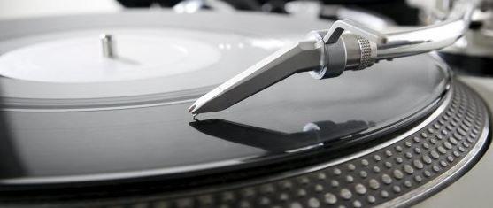 Neue Vinyl Sonderangebote bei jpc.de z.B. von N.W.A.,Amy Winehouse, Dire Straits, Nirvana, Soundgarden, Angus & Julia Stone, Supertramp, Frank Zappa, Abba, Blind Faith, Johnny Cash, Deichkind, Lan Del Rey, Nick Drake, Elbow und viele andere.