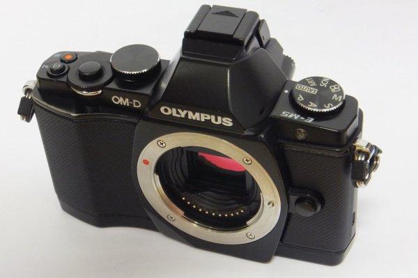 [eBay] Olympus OM-D E-M5 Gehäuse / Body gebraucht mit 14125 Auflösungen EM5 schwarz ab 349,99