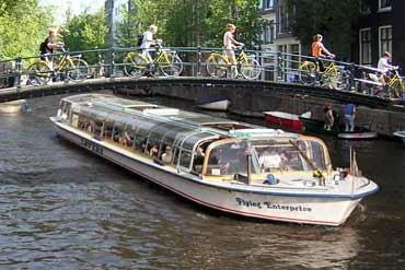 Kostenlose Grachtenfahrt in Amsterdam für 2 Personen (offiziell für Europa Spezial Ticket Inhaber, inoffiziell für alle)