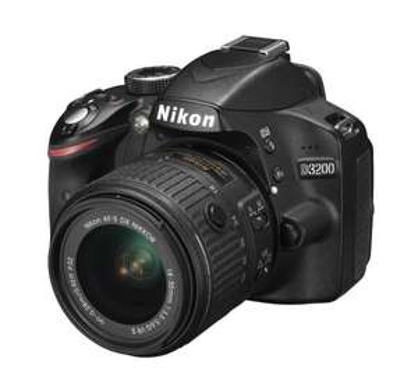 [MediaMarkt Hamburg-Wandsbek] Nikon D 3200 Kit + 18-55 Vr Ii + Slr-Tasche+16gb