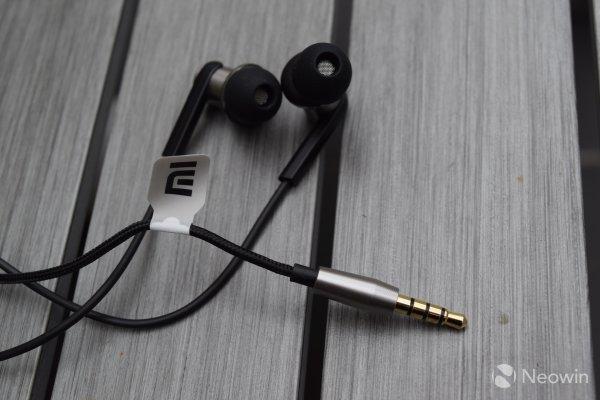 [China] Xiaomi Dual Driver Headphone @banggood für 21€