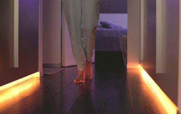 Philips friends of hue 2m WRGB-LED per hue steuerbarer Lichtstreifen für 70€ statt 79,95€