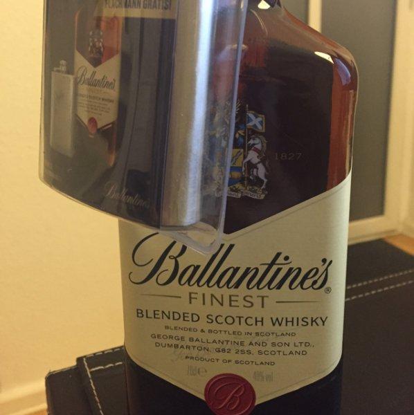 [Kaufland] Ballantine's mit Flachmann für 9,99 €