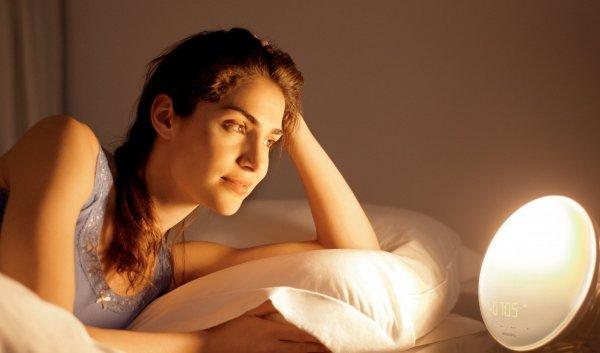 [Amazon] Philips HF3520/01 Wake-Up Light (Sonnenaufgangfunktion, digitales FM Radio) weiß für 89€ Idealo: 119€