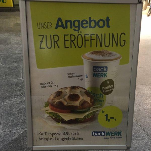 großes Heißgetränk/Brötchen 1 Euro Eröffnungsangebot backWerk Bremen Hbf