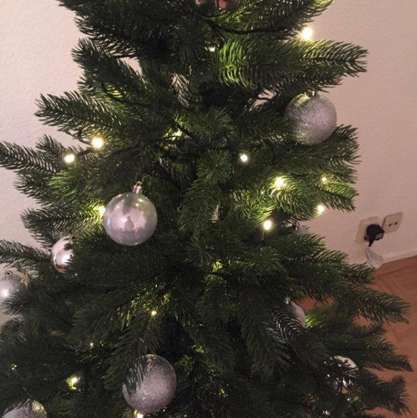 Künstlicher Weihnachtsbaum - wie echt