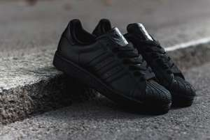 "[11Teamsports] Adidas Superstars ""All Black""  für € 63 (durch NL € 58)"