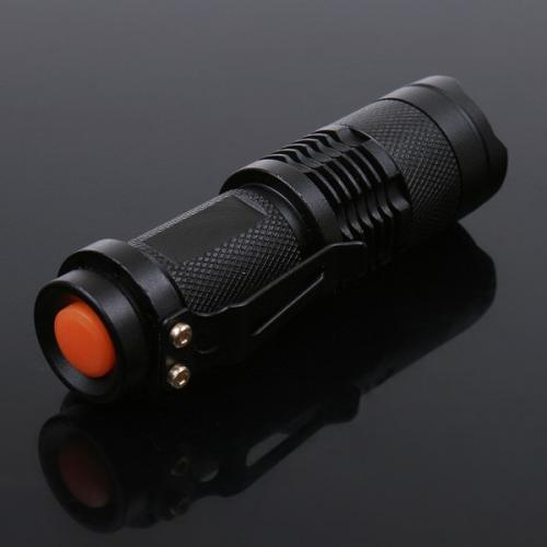 7W 300lm Mini CREE LED Taschenlampe Einstellbarer Focus Zoom-Licht-Lampe