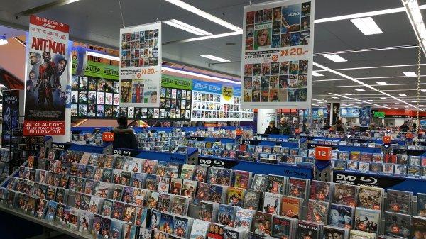 3 TV DVD Serien für 20,-€ im Saturn Dortmund, laut Verkäufer mehr als 250 unterschiedliche Staffeln
