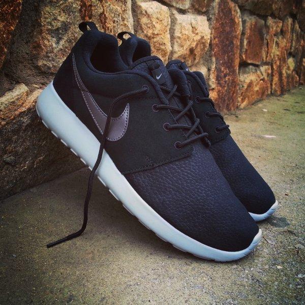 [Nike Store] Nike Roshe One Suede in schwarz und aus Leder