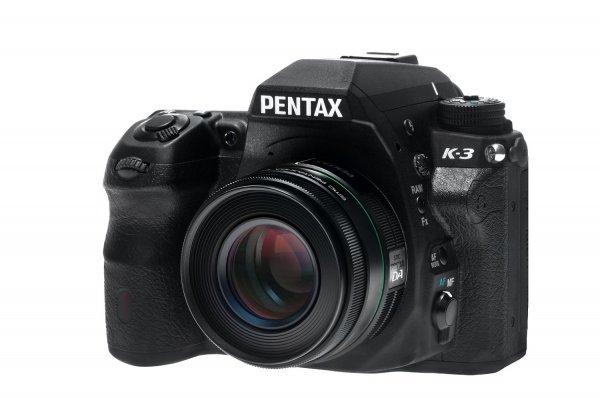 Pentax K-3 + DA 50 mm F1,8 Objektiv für 649 €