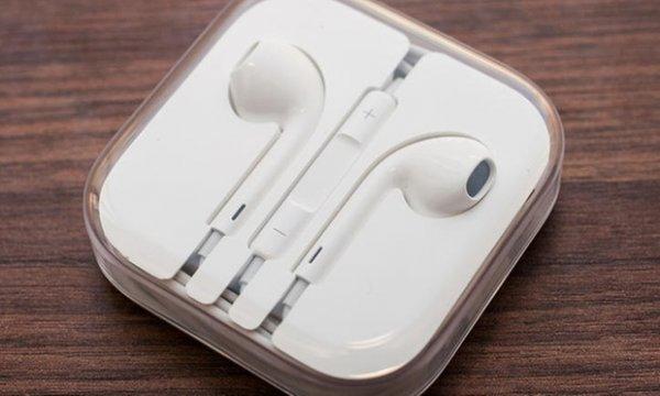 Original 1x oder 2x Apple EarPods mit Fernbedienung und Mikrofon inkl. Versand (bis zu 65% sparen*)