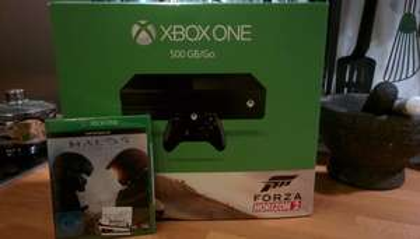 [Lokal Aachen SATURN] - XBOX One 500 GB inkl. Forza Horizon + Halo 5 =333,-€