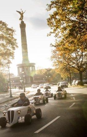 2 Std. Hotrod-Citytour durch Berlin für 34,45€ statt 77€
