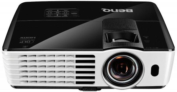 BenQ TH682ST Kurzdistanz 3D DLP-Projektor (3D 144Hz Triple Flash, Full HD 1920x1080 Pixel, Kontrast 10.000:1, 3.000 ANSI Lumen, HDMI, Lautsprecher) schwarz für 653,10 € @Amazon.it