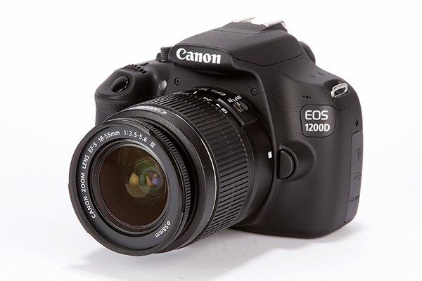[Saturn] CANON EOS 1200D Spiegelreflexkamera, 18 Megapixel, 18-55 mm Objektiv + Tasche + Speicherkarte für 299,- €