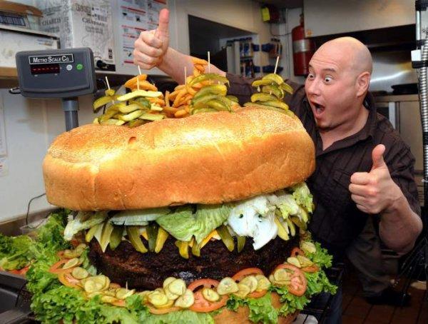 1000 Burger for free LOKAL HAMBURG