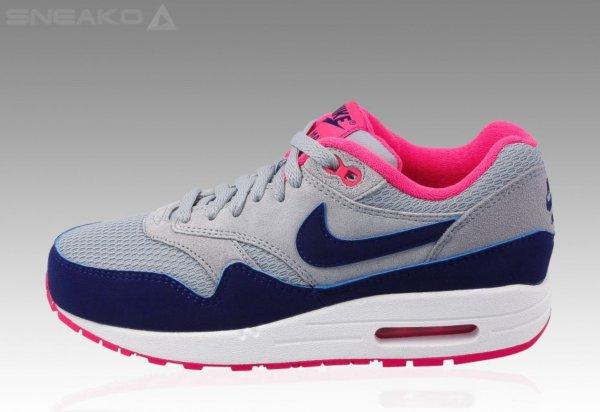 [sneako.de] Nike Air Max 1 Essential grau/blau/rosa für 79,99 € inkl. Versand! (Größe: 38, 39)
