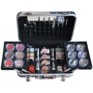 @Amazon: GNTM Starter-Kit Gloss! Make-up Schminkkoffer - USA Fashion Week - 64 teilig, 1er Pack statt 40€