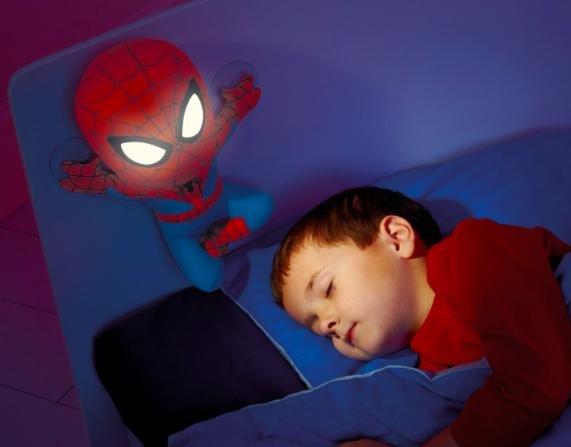 [Amazon Prime] Ultimate Spiderman Go Glow - Spiderman mit leuchtenden Augen, Nachtlicht - für 23,82€ statt ca. 30€