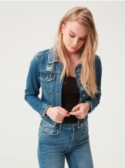 [Vero Moda] Neue Frühlingsjacke mit 30% Rabatt, damit viele Trenchcoats, Jeansjacken etc. für 27,96€ statt  39,95€ (+VSK), + ab 50€ nochmal 5€ on top
