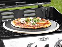 LIDL [BaWü] Pizzastein aus Cordierit, eckig oder rund inkl. Aluminiumblech