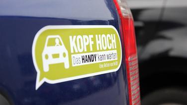 """""""KOPF HOCH""""-Aufkleber fürs Auto: Kostenlos"""
