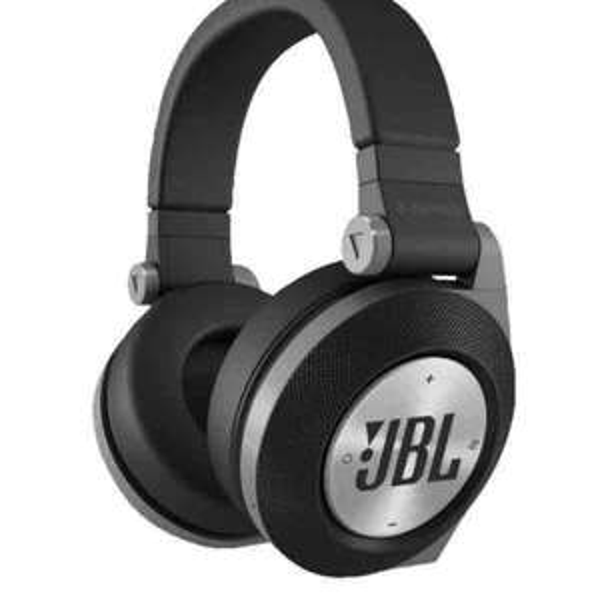 JBL E50 BT - Over Ear Kopfhörer - schwarz oder weiß für 70€ | saturn.de