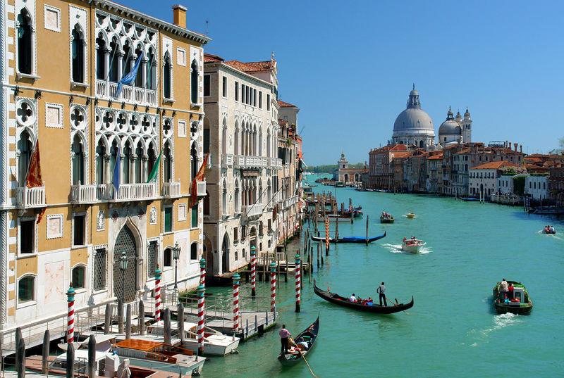 Hin- und Rückflüge von (Frankfurt-)Hahn nach Venedig [November]