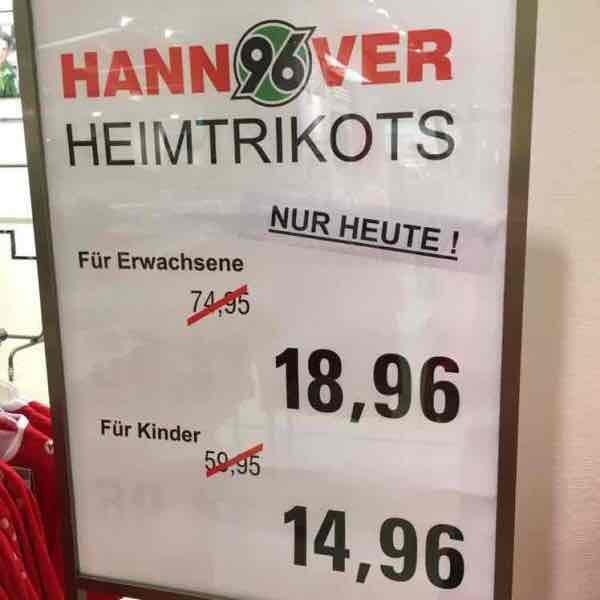 Lokal Hannover Kaufhof: Sonderverkauf von Hannover 96 Trikots