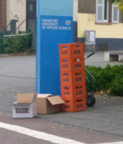 """Gratis Bier der Marke """"Gude"""" an der Fh Frankfurt"""