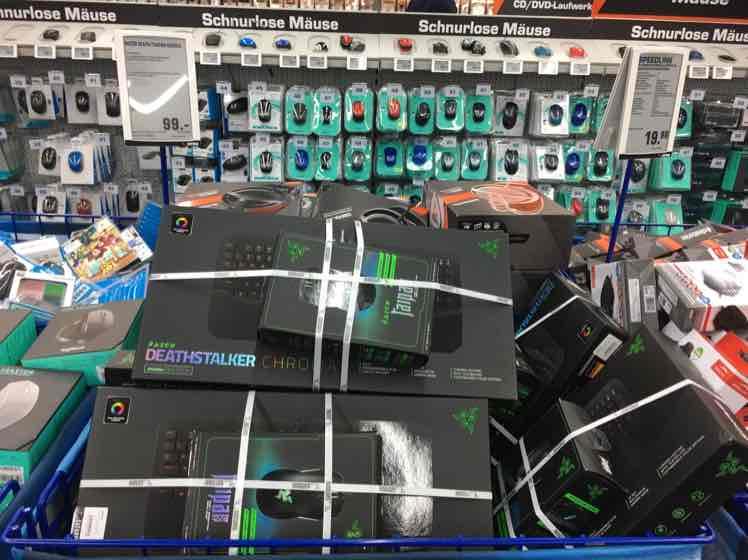 Lokal Saturn Hamburg // Razer Gaming Set: Deathstalker Chroma Tastatur & Taipan Expert Maus