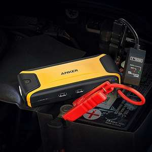Anker Auto Starthilfe Akku Ladegerät mit 400A Spitzenstrom, Höherer Sicherheitsschutz, eingebaute LED Taschenlampe ( Amazon )