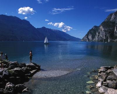 Reise: 1 Woche Gardasee (Italien) ab vielen Flughäfen (Flug, 3*Hotel, Mietwagen) 167,- € p.P. bei 3 P. (Juni/Juli - auch Sommerferien)