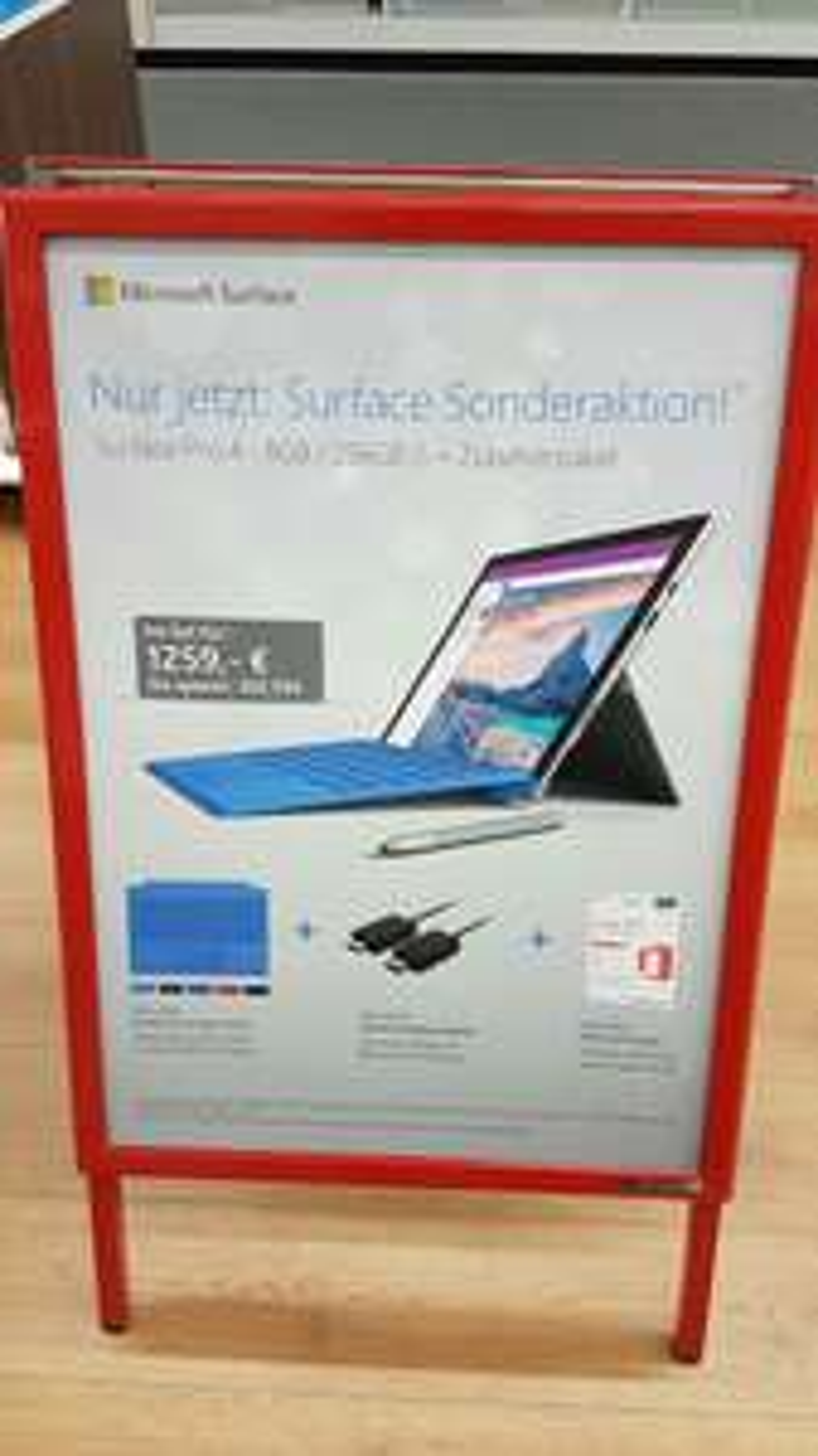 [Lokal] MediaMarkt München Einsteinstr. - Surface Pro 4 I5 256 GB SSD, 8 GB RAM + Type Cover + Wireless Display Adapter + Office 365 Home (5 Benutzer)