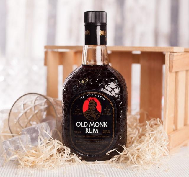 (Foodist) Old Monk Rum 7 Jahre 42,8% 0,7l für 15€