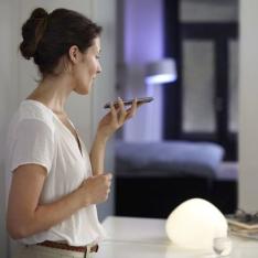 Philips Hue LED Lampe E27, 9 Watt, 2. Generation, dimmbar, 16 Mio Farben, app-gesteuert