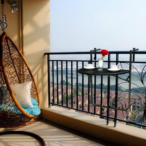 Klappbarer Balkontisch für das Geländer