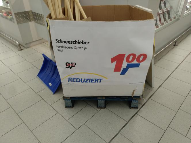 [Lokal Mülheim an der Ruhr] Antyziklisch maufen: Schneeschieber für 1€ aus Plastik oder Holz