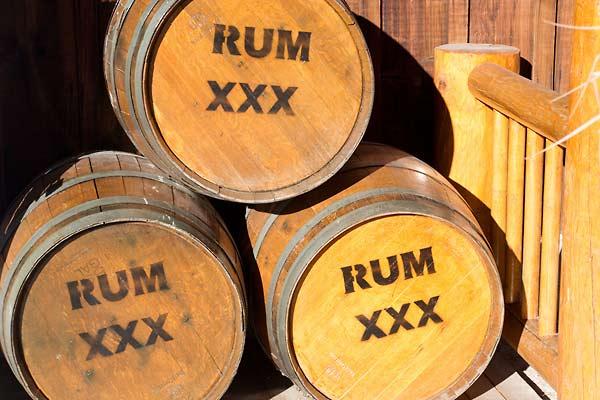 [Rewe Center-Lokal?] Diverser Rum im Angebot- z.B. Santero 3 für 5.99€, Ron Barcelo Gran anejo 12,99€, Bacardi Carta Negro 10,99€,...