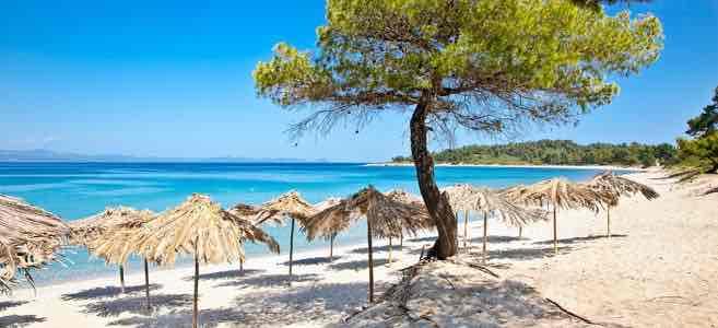 Zuhause bleiben ist teurer: 7 Tage Chalkidiki im 3* Hotel schon für 156€ inkl. Flügen