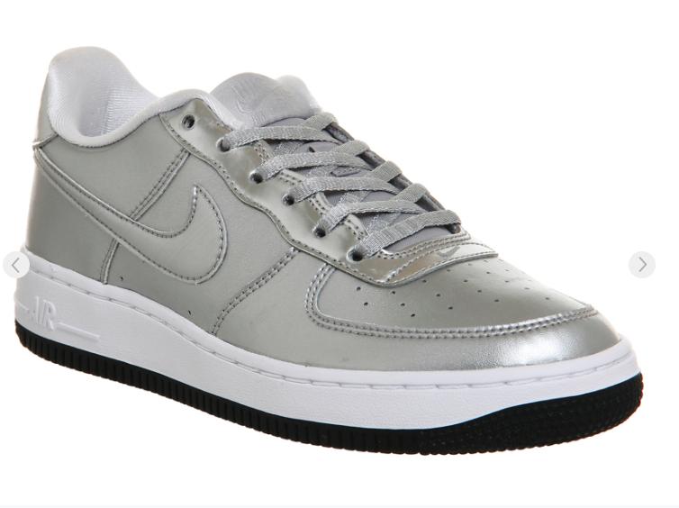 Sehr guter Sneaker-Sale bei Office London aktionsweise mit gratis Versand, z.B. Jeffrey Campbell Heels für 20€, adidas Stan Smith Primeknit für 50€, Nike Air Force 1 für 40€