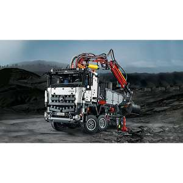 LEGO 42043 Technic: Mercedes-Benz Arocs 3245 & LEGO 42053 Technic: Volvo EW160E [@mytoys] Neukunden