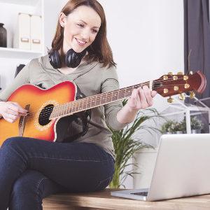 Online-Unterricht für Klavier, Gitarre, Gesang oder Bass gratis anstatt €29,00