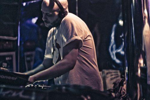 Sichere dir jetzt 41 DJ Mixe von Fresh Meat kostenlos als Stream und Download im Bereich House, Techno, Breakbeat und Chillout