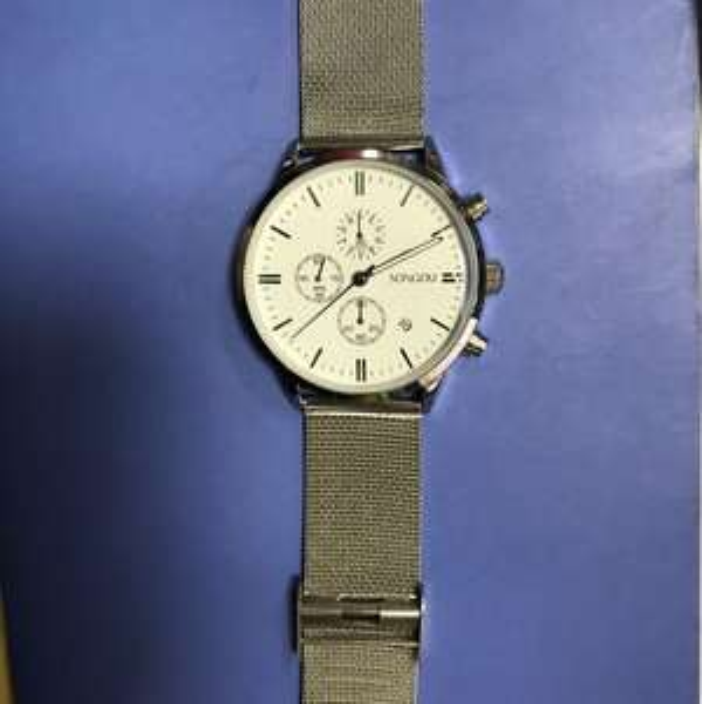 Schöne Uhr mit 15 % Rabatt