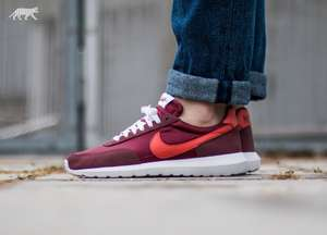[asphaltgold] Nike Roshe Daybreak NM in Red Earth / Sunny - White - Safety Orange Gr. 40,5 - 47,5 für 54,00€ inkl. Versand